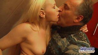 Exciting Blondie Rides Mom Guy's Penis