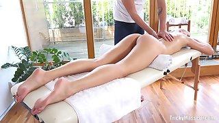 Dilettante fucking on the massage table around good looking Karolina